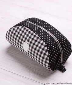 rounded zip pouch free template (2 kinds)