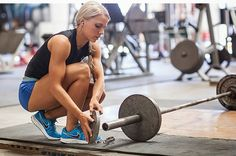 Are you a woman looking into StrongLifts 5x5? Here are 40 things you should know before getting started.