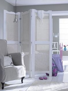 8 Wonderful Ideas To Separate Environments In Your House Even If It Is Small, Without Needing A Wall . Small Appartment, Diy Room Divider, Room Dividers, Divider Screen, Interior Decorating, Interior Design, Dream Decor, Studio Apartment, Living Room Decor