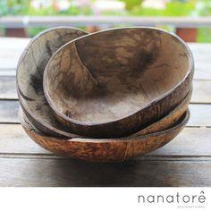 Conjunto com 4 bowls. Ideal para sobremesa, petiscos. Produto 100% Nacional e Artesanal. Bowl handmade feito de resíduo do coco.  #handmade #nanatore #nanatorê #nacional #brasil #bowl #coco #upcycling #pote #tijela #sobremesa #açaí #arte #artesanato #decor #sustentável #eco #ecofrindly #green #feitoamão #beach #praia #lifestyle #cocomade #nature #natureza #fit #sobremesa #fitness #girlpower
