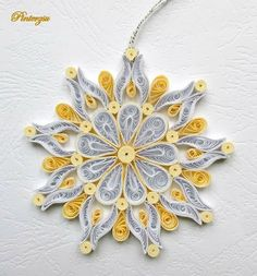 Gold/White Snowflake Quilled by Pinterzsu Paper Quilling Tutorial, Quilling Paper Craft, Paper Crafts, Quilling Christmas, Christmas Snowflakes, Christmas Ornaments, Xmas, Quilling Patterns, Quilling Designs