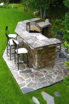 Traditional Patio with MS International Flagstones Random Gold Green, Eldorado Stone - Cliffstone, Outdoor kitchen, Pathway