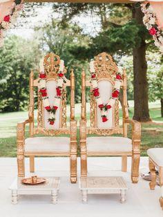 Amazing Hindu Multi-Cultural Wedding in Delaware - Glittery Bride Wedding Mandap, Wedding Poses, Wedding Ideas, Traditional Photographs, Barn Wedding Photos, Hindu Culture, Indian Wedding Cards, Japanese Wedding, European Wedding