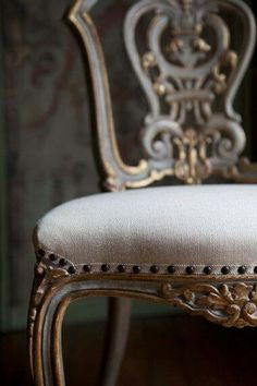 A touch of gold adds glamour to the world. Lovely chair gilt and grey linen. The Interior Design Possibilities are endless with upholstered furniture. French Furniture, Antique Furniture, Painted Furniture, Antique Chairs, Painted Chairs, Fashion Design Inspiration, Decoration Shabby, French Chairs, French Sofa