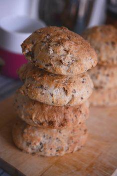 Nemme koldhævede boller - Emily Salomon Bread Recipes, Baking Recipes, Cake Recipes, Bakery Cakes, Food Cakes, Yummy Eats, Yummy Food, Fodmap, Diy Snacks