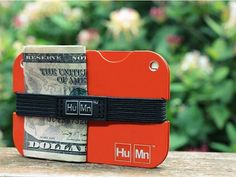 The Grommet team discovers the best minimalist wallets, a Rfid wallet from HuMn. Keep it simple with a sleek design to ensure that your credit cards and personal information are safe:  HuMn RFID Protection Wallets