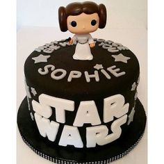 Celebrate your Star Wars-loving kid with a birthday cake that's out of this galaxy! Let these themed cakes inspire your child's Star Wars cake! Star Wars Baby, Girls Star Wars Cake, Fondant Cakes, Cupcake Cakes, Star Wars Essen, Star Wars Birthday Cake, Birthday Cakes, 5th Birthday, Birthday Ideas
