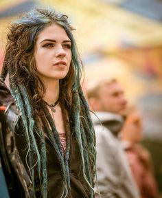 Solid color dreadlock extensions Probably the most popular hair accessories pertaining to early spring is Hippie Dreads, Dreadlocks Girl, Locs, Girl With Dreads, Blonde Dreads, Half Dreads, Beautiful Dreadlocks, Dreadlock Extensions, Style Boho