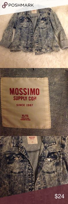 Mossimo XL Denim Jacket! Mossimo XL Denim Jacket! Worn only a few times. Mossimo Supply Co. Jackets & Coats Jean Jackets