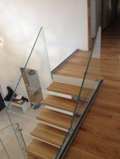 Formstep Treppen - eine Stiege mit Holzstufen und Glasgeländer. Stairs, Design, Home Decor, Spiral Stair, Stairway, Decoration Home, Staircases, Room Decor, Stairways