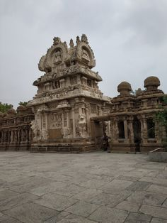 Kailasanathar temple at Kanchipuram, built during by the Pallava dynasty. One of the main attractions of Kanchipuram, the temple City of Tamilnadu. Best Tourist Destinations, Tourist Spots, Places To Travel, Places To Go, Monument Rocks, Temple City, Heritage Site, Indian Heritage, Amazing Buildings