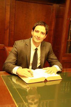 Εν ώρα εργασίας.  Δικηγορικό Γραφείο Δημήτριος Ν. Αυλωνίτης και συνεργάτες