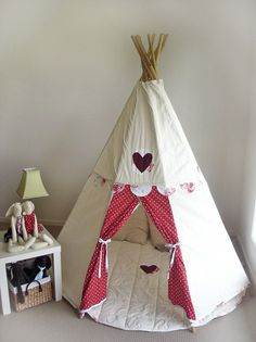 love this little tee pee.. I want to make one for my girls