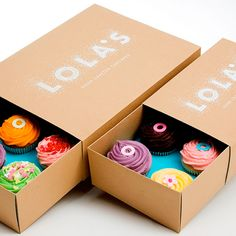 Now this is cupcake packaging done right. Does anyone know a good cupcake place in Toronto that has pretty packaging? found via Lovely Package Cupcake Packaging, Bakery Packaging, Pretty Packaging, Brand Packaging, Packaging Design, Packaging Boxes, Cupcakes Packaging Ideas, Kids Packaging, Clever Packaging