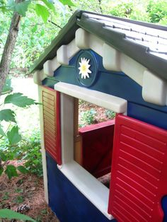 We love playing host to a circle of inspiration among our readers and Lisa wasted no time getting inspired by Julie's terrific Little Tikes playhouse makeover. She saw. She painted. She conquered.