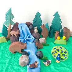 Play Wood, Eco Friendly Toys, Christmas Train, Braided Rugs, Wooden Art, Wood Toys, Classic Toys, Kids Playing, Wood Crafts
