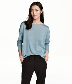 Turquoise. Round-necked, fine-knit sweater in an airy viscose blend with a slight sheen. Long sleeves and gently rounded hem.