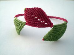 Bracelet with leaf in green and pink