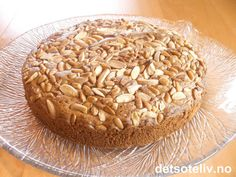 Snickerspavlova | Det søte liv Onesie Cake, Swirl Cake, Kitchen Stories, Baby Shower Cakes, Chips, Dishes, Baking, Ethnic Recipes, Scandinavian