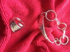 Anheng, ring og armbånd i dragemønster. Hoop Earrings, Jewelry, Fashion, Jewellery Making, Moda, Jewelery, Jewlery, Fasion, Jewels