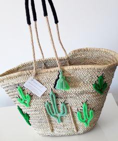 Shop Panier Pompons Et Cauris from ETOILE DOUZE in Handbag accessories, available on Tictail from Diy Sac, Art Bag, Straw Tote, Basket Bag, Summer Bags, Handmade Bags, Bead Art, Handbag Accessories, Purses