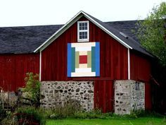 Lots and lots of quilts on barns!!