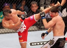 Head kick by Vitor Belfort v Michael Bisping