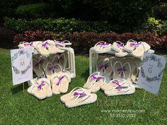 Sandalias para boda beige con dibujo de mandala y correa blanca