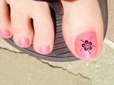 Hangout Fest feet: beautifully decorated toes, poem tattoos and cute sandals