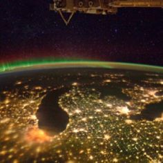 Subject: Night picture of Michigan from space station . Great Lakes under an aurora, at night, as seen from the International Space Station.