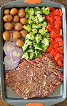 Sheet Pan Flank Steak with Garlic Roasted Potatoes - My Lati.- Sheet Pan Flank Steak with Garlic Roasted Potatoes – My Latina Table Sheet Pan Flank Steak and Roasted Garlic Potatoes - Garlic Roasted Potatoes, Steak Potatoes, Roasted Vegetables, Dinner With Vegetables, Meat And Potatoes Recipes, Potatoes Crockpot, Fried Garlic, Garlic Kale, Healthy Eating Recipes