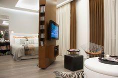 raumteiler holz schlafzimmer wohnzimmer abgrenzen drehbare wand