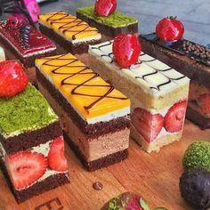 Now is Dessert time..#chocolateleaf #chocolateleaf #pastry #pastryart #patisserie #entremets #gateaux #gateau #cake #cakeart #cakes #dessertmasters #dessert #leaf #beautiful #beautifulcake #chocolate #callebaut #food #foodfotography #instafood #barnaul #strawberry #foodporn #chefanwar #berry #torte