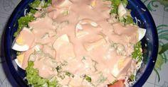 """Εξαιρετική συνταγή για Σαλάτα του σεφ η αυθεντική. Η αυθεντική σαλάτα του σεφ, έτσι όπως έχουμε συνηθίσει να την τρώμε στα περισσότερα εστιατόρια. Λίγα μυστικά ακόμα Μπορούμε να στολίσουμε την κορυφή της σαλάτας μας με ελιές ή ό,τι άλλο υλικό θέλει ο καθένας σας.Τα μαρούλια και γενικώς τα λαχανικά να μην """"κρατάνε"""" νερό γιατί το αποτέλεσμα θα βγει πανιασμένο.Είναι εγγυημένη η γεύση της και με βγάζει πάντα ασπροπρόσωπη! Cookbook Recipes, Sweets Recipes, Salad Recipes, Cooking Recipes, Food Network Recipes, Food Processor Recipes, The Kitchen Food Network, Dips, Salad Bar"""