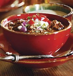 Texas Beef Chili w/Poblanos & Beer - this chili has a pleasant kick. It thickens as it sits overnight, and the flavors round out and deepen. We like it best with chipotle and New Mexico chile powders, but ancho, another pure chile powde. Beer Recipes, Chili Recipes, Soup Recipes, Texas Chili, Bread Soup, Dutch Oven Cooking, Cooking Tips, Chili Cook Off, Chipotle Chicken