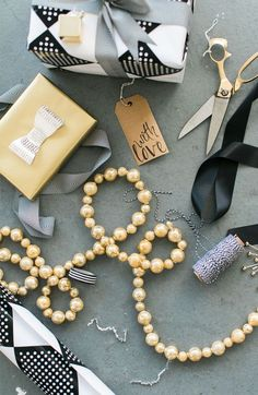 Simple and Modern Gift Wrapping Ideas