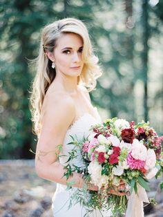 summer wedding hairstyles Wunderliche Sommerhochzeit in Lake Tahoe - Summer Wedding Makeup, Best Wedding Makeup, Wedding Beauty, Boho Wedding, Wedding Summer, Whimsical Wedding Hair, Wedding Updo, Bridal Makeup, Trendy Wedding