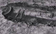 MARTE - Ruínas Expostas em Marte Causadas por um Gigantesco UFO Acidentado