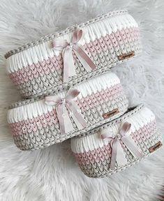 Crochet basket and wicker models for craftsmen Diy Crochet Basket, Crochet Bowl, Crochet Basket Pattern, Knit Basket, Free Crochet, Knit Crochet, Knitting Patterns, Crochet Patterns, Crochet Patron