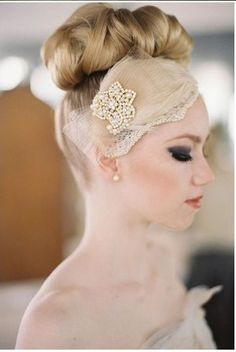 beautiful veil alternative- love the hair too Headpiece Wedding, Wedding Veils, Bridal Headpieces, Hair Wedding, Fascinators, Wedding Garters, Gold Wedding, Wedding Bride, Wedding Dresses