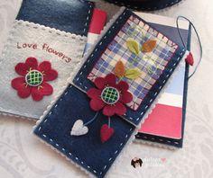 dulces pilukas: Funda Libreta Love Flowers#c2724300169145793958 Felt Crafts Diy, Felt Diy, Crafts To Do, Sewing Crafts, Felt Phone, Sewing Case, Felt Pouch, Scrap Fabric Projects, Fabric Cards