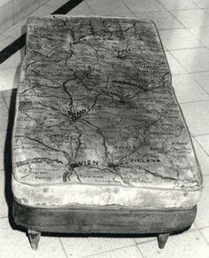 Las cartografías imaginarias de Guillermo Kuitca.