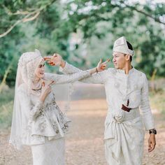 70 Ideas For Wedding Gowns Muslim Bridal Bridal Hijab, Hijab Bride, Wedding Hijab, Wedding Attire, Muslimah Wedding Dress, Muslim Wedding Dresses, Bridal Dresses, Dress Muslimah, Pre Wedding Photoshoot