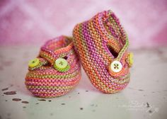 Crochet Baby Shoes Knitted Baby Booties Free Patterns - You will love these gorgeous Knitted Baby Booties Free Patterns and we have included a number of other super cute ideas for you to try. Baby Booties Free Pattern, Booties Crochet, Crochet Baby Shoes, Crochet Baby Booties, Cute Crochet, Knitted Baby, Baby Bootees, Ravelry, Crochet Baby Blanket Beginner