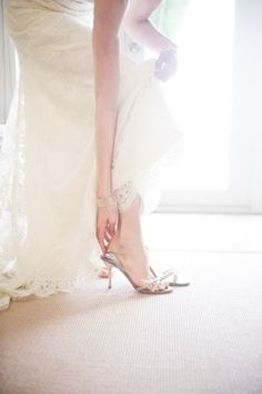 style me pretty - real wedding - bahamas - harbour island wedding - pink sands beach - bride - getting ready - getting dressed