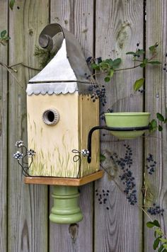 You'll be attracting bluebirds like never before when you combine a nesting box with a DIY bird feeder to offer mealworms with this Bluebird B&B! From Birds & Blooms mag. Bird House Feeder, Diy Bird Feeder, Bird Houses Diy, Bluebird Houses, Bluebird Nest, Bird House Kits, Bird Boxes, Backyard Projects, Beautiful Birds