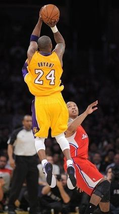Kobe in his usual position on court.