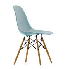 Buy the Vitra classic Eames Plastic Side Chair DSW by Ray & Charles Eames conveniently in the design shop. Charles Eames, Ray Charles, Colorful Furniture, Contemporary Furniture, Cool Furniture, Furniture Design, Vitra Furniture, Plastic Dining Chairs, Dining Room Chairs