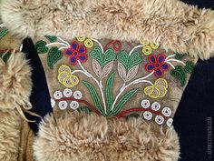 Hottest Pics cree Beadwork Strategies Bond stress can certainly create huge eff. - Hottest Pics cree Beadwork Strategies Bond stress can certainly create huge effect on the way your - Indian Beadwork, Native Beadwork, Native American Beadwork, Native American Baby, Native American Design, American Indians, Beadwork Designs, Vintage Gloves, Nativity Crafts