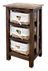 Cajones de Madera Reciclada con Canastos de Mimbre forrados en tela blanca.
